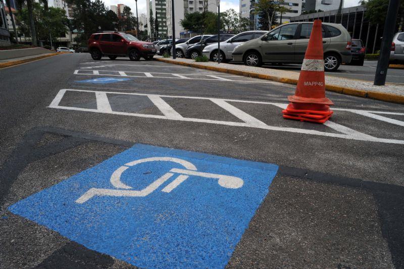 Em dois meses foram flagrados 43 motoristas que estacionaram seus carros irregularmente. Foto: Everson Bressan/SMCS