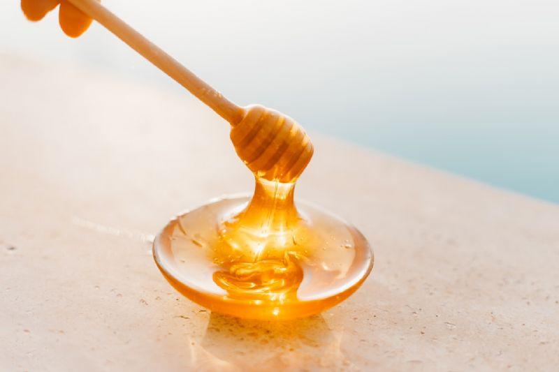 Embalagens trazem favo e dosador de mel, mas alimento não está presente nos produtos. Foto: ROMAN ODINTSOV no Pexels