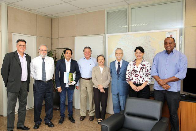 Na Secretaria de Energia e Mineração do Estado de São Paulo a prefeita Tamiko conheceu duas linhas de investimentos voltados para a produção de energia fotovoltaica e de resíduos sólidos. Foto: Divulgação/Prefeitura