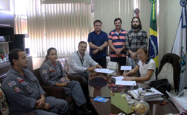 Investimento de R$ 256 mil do Governo de Andradina garante veículo 0Km ao 20º Subgrupamento do Corpo de Bombeiros. Foto: Divulgação/Prefeitura