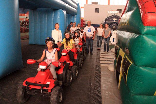 Crianças aprendem na prática e se tornam multiplicadores de boa conduta no trânsito. Foto: Secom/Andradina