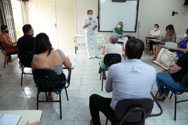 Toda comunidade escolar esteve representada e também vereadores para tratarem juntos sobre a volta às aulas presenciais