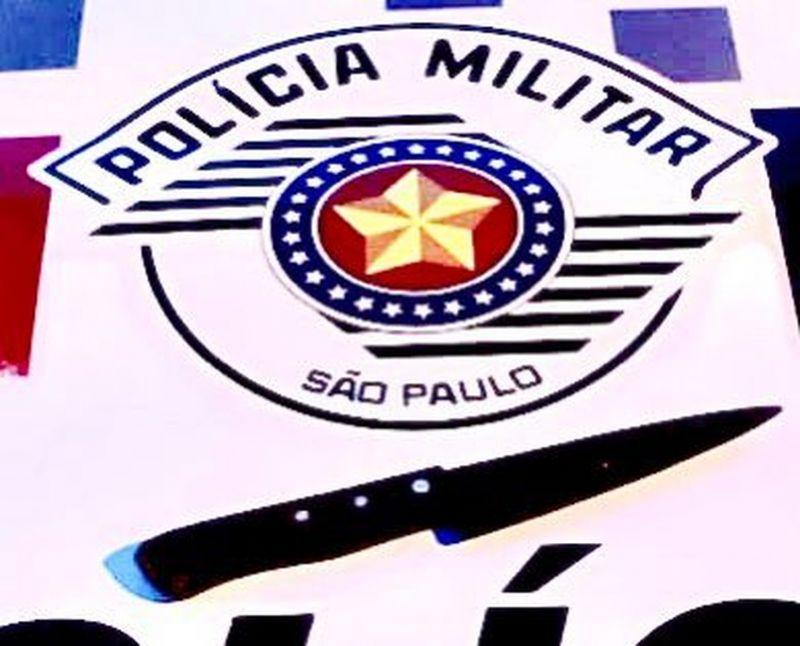Faca foi apreendida pela polícia — Foto: Polícia Militar/Divulgação