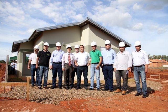 Jamil e vereadores conhecem casa modelo de empreendimento residencial do programa do Governo Federal, Minha Casa Minha Vida. Foto: Divulgação/Prefeitura