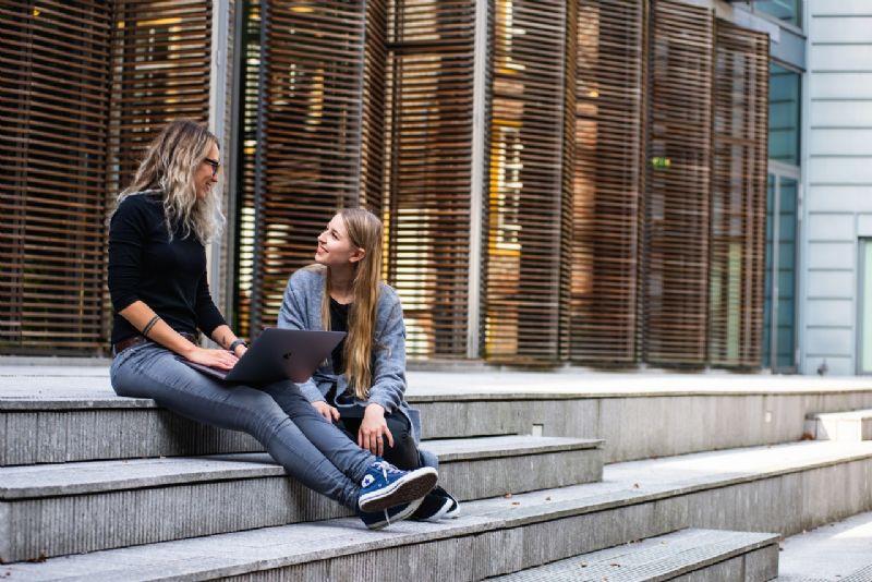 Buro Millennial no Pexels
